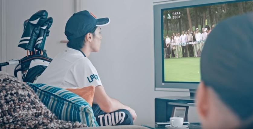テレビを見ていた夫がゴルフルックのように見えてきた!
