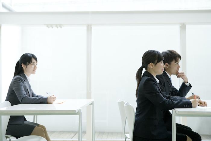 集合研修とオンライン研修を6項目で比較