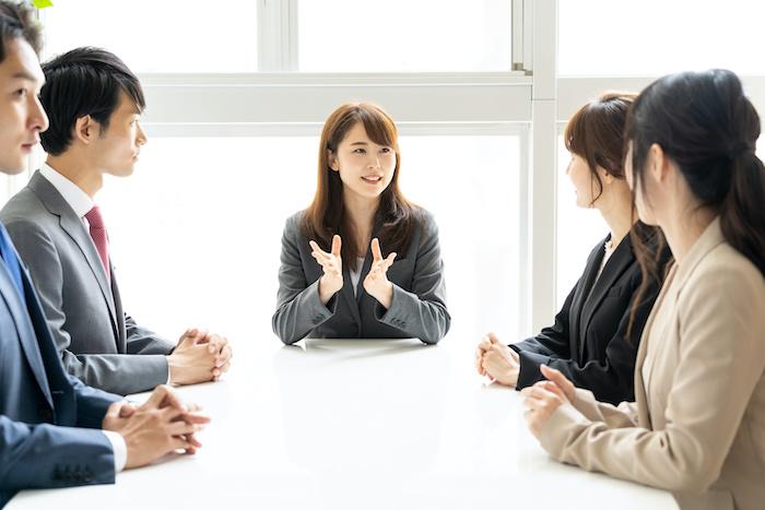 リーダーシップとは?役割とタイプ、発揮するために必要な要素を解説