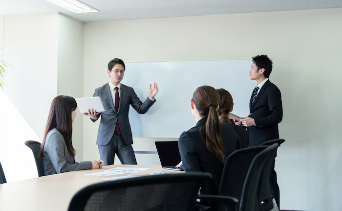 若手社員の育成に効果的な方法は?効果的な指導方法と事例を解説