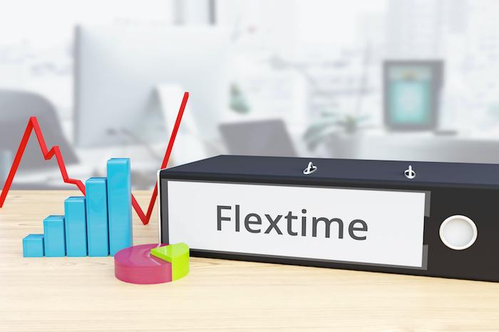 フレックスタイム制を導入する企業はどのくらいある?メリットや導入の流れを解説