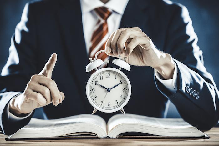 労働時間の取り扱い方と法令遵守における方法について解説する