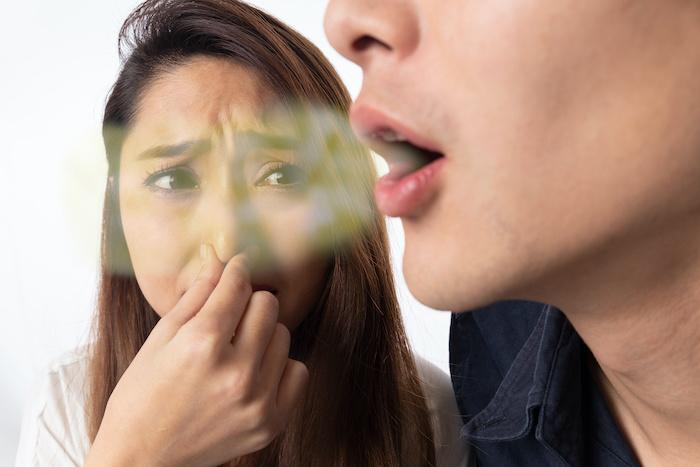 スメルハラスメントとは?會社內の臭いにかかわる具體例や注意點について解説する