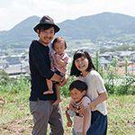 東京から福岡の小さな港町に移住した理由|クリエイター夫婦が選んだ、仕事と家族が地続きの生き方