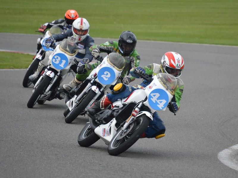 MotoGPライダー シルバーストーン RZ ワンメイク