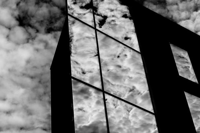 鏡の向こう側の視点