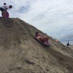 300トンの砂を使用した超巨大な「ギガ砂場」が三浦海岸に登場!!