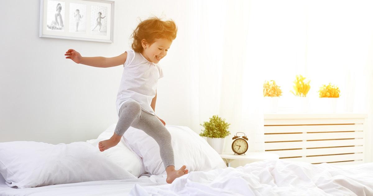 学力低下を招く「睡眠不足」を改善しよう! 子どもがスッキリ起きられるポイント7つ