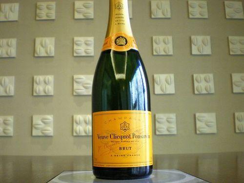 【シャンパンで乾杯】ヴーヴクリコシャンパンフルボトル付プラン/バイキング