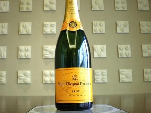 【シャンパンで乾杯】ヴーヴクリコシャンパンフルボトル付プラン/美味百選バイキング