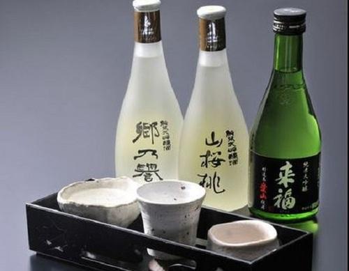 【地酒と地魚】 3種の厳選地酒と地魚を堪能  プレゼント旅行にもオススメの人気プラン!