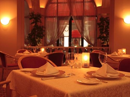 【1/9〜2/28限定】レストランフォンタナの冬の特別ディナーコースとオークラ自慢の朝食で満腹ステイ