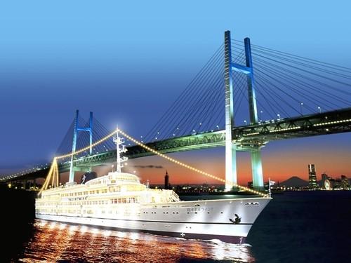 横浜ベイエリアで船上夜景を楽しむ
