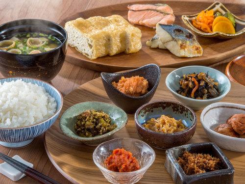 【スタンダード/朝食付】JR高田駅から徒歩3分!地場産品を活かした和洋30種類の朝食バイキング
