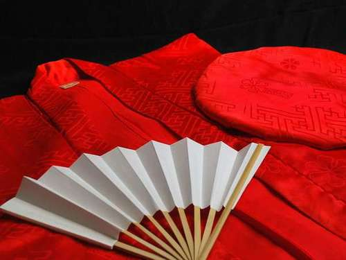 還暦祝い☆おめでたい記念日は家族皆で記念撮影♪赤いちゃんちゃんこが今日の晴れ着☆
