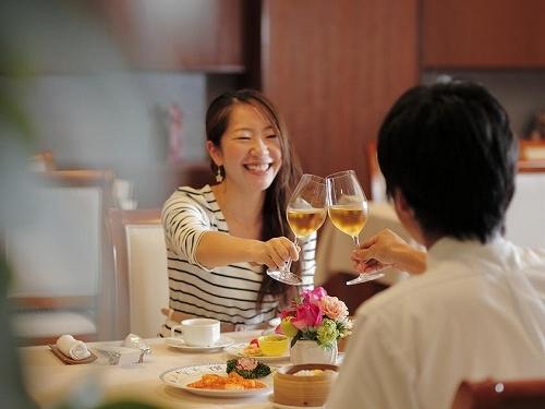 山梨産ワインを飲みくらべ♪ソムリエ厳選のワインブッフェで自分好みのワインを探す旅