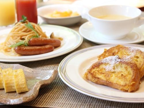 【朝食付プラン】シェフのあつあつフレンチトーストが大人気!する約30種類の朝食バイキング♪夕食なしの気ままな旅☆