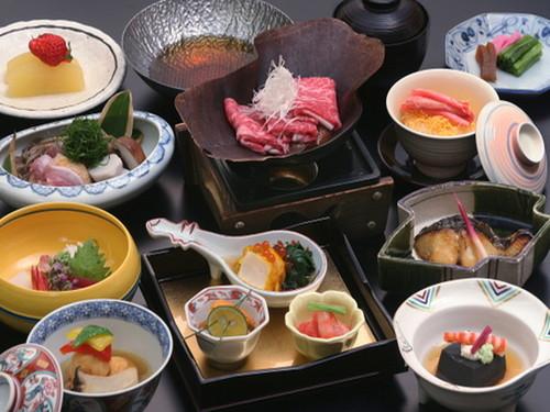 【「臨川閣」お部屋食プラン】料理長こだわりの「だし」と旬の食材を使った贅沢な和食会席