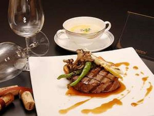 【飛騨牛食べ比べプラン】上質感のフィレ肉&ジューシーなサーロインを食べ比べ☆欲張りディナー!<飛泉閣または山水閣>