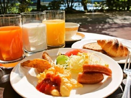 60%OFF 休日限定の特別プラン〜和洋バイキングのご朝食つき&駐車場無料〜