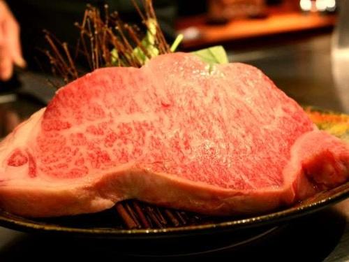 【鉄板焼 Aコース】 柔らかな地産牛を鉄板焼で味わう