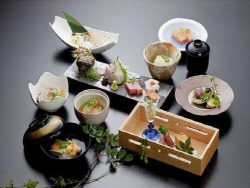 【2食付】和会席で下関の旬の料理をご賞味ください♪目の前は関門海峡!グルメと絶景、下関の素敵な夜をお約束♪