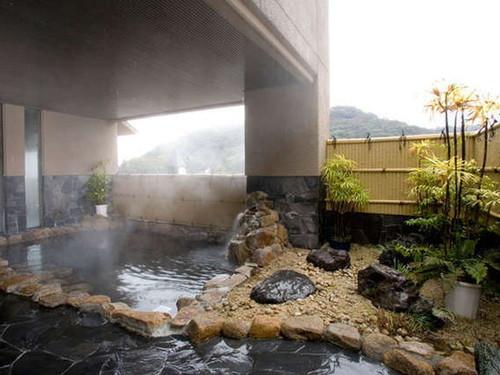 天然温泉「高知三翠園温泉」でひと休み♪≪ホテル自慢の朝食バイキング付≫ 老舗の宿の温泉施設でゆっくりと旅の疲れをお取りください