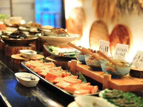 【一泊朝食】30種類以上手作り朝食ビュッフェ♪会津産こしひかりに新鮮野菜がタップリ♪一日の始まりは美味しい朝食から♪/当館自慢の100%源泉掛け流し♪4種の異なるお風呂で湯めぐりはいかが♪