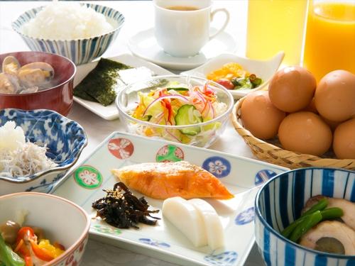 朝食付【毎日手作り!ホッと温まるおふくろの味★日替わり和朝食】駅まで朝の送迎あり♪コンビニ徒歩約3分!