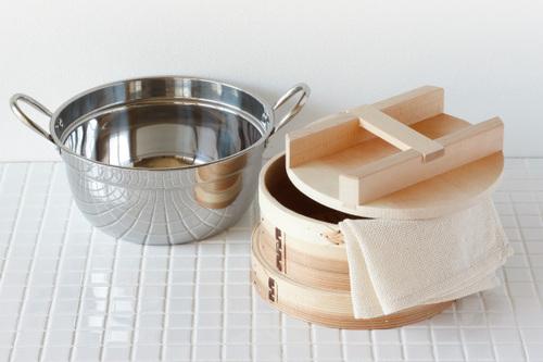 サイズ:身外寸直径21cm 身内寸直径18㎝×8cm 素材:杉・竹 鍋/ステンレス セット内容:身2点・ふた・鍋