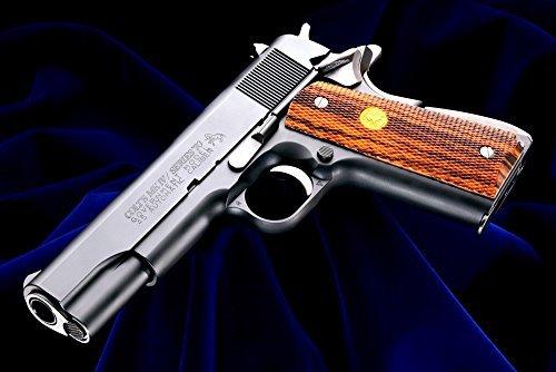 全長:216mm 重量:約860g 装弾数:22発