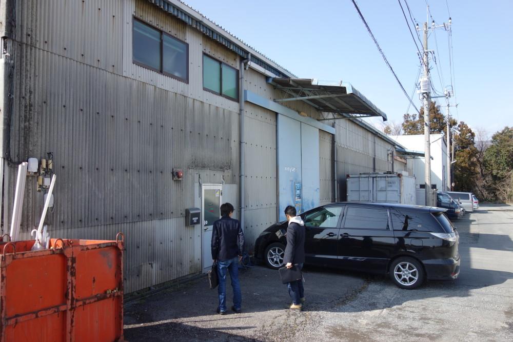 工場入り口