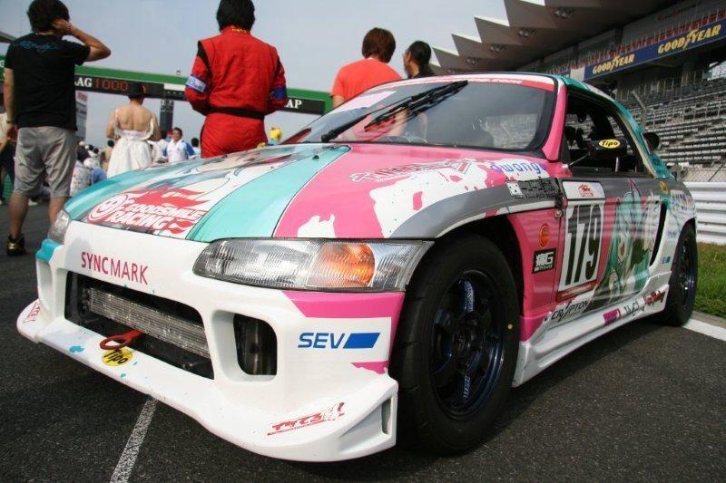スーパーGTでおなじみのGOODSMILEレーシング!(出典:http://minkara.carview.co.jp/userid/321379)