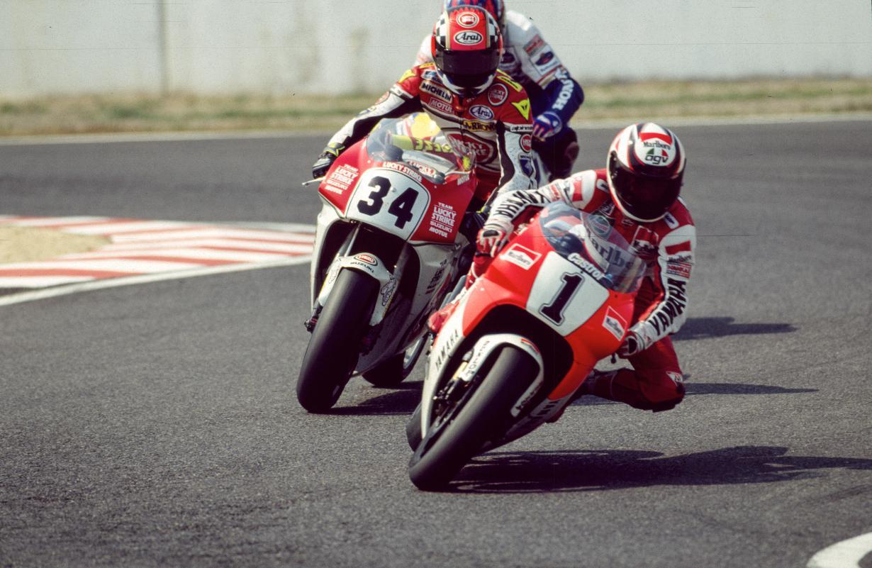 出典:http://www.motogp.com/es/fotos/2015/08/20/wayne-rainey-kevin-schwantz-1993/182494