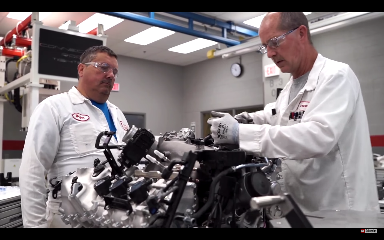 NSXエンジン組み立て