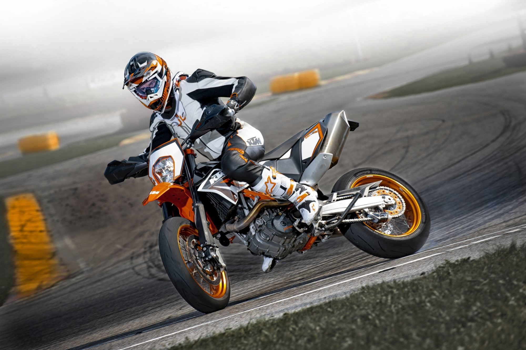 出典:http://www.1000ps.de/gebrauchtes-motorrad-1444100-ktm-690-smc-r