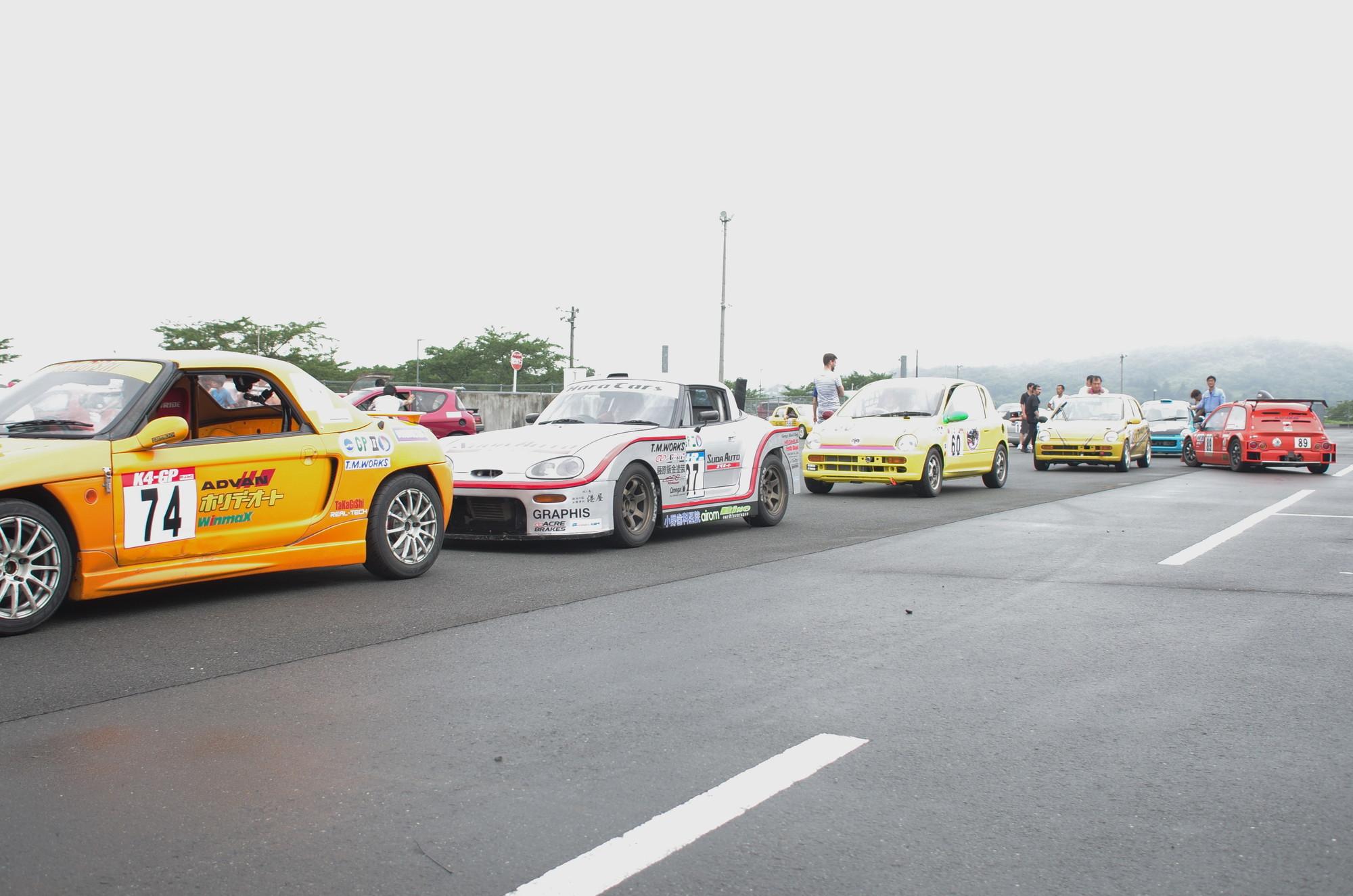 K4GPだから見られる軽レーシングカーだけの給油渋滞(Photo by Yamato.)