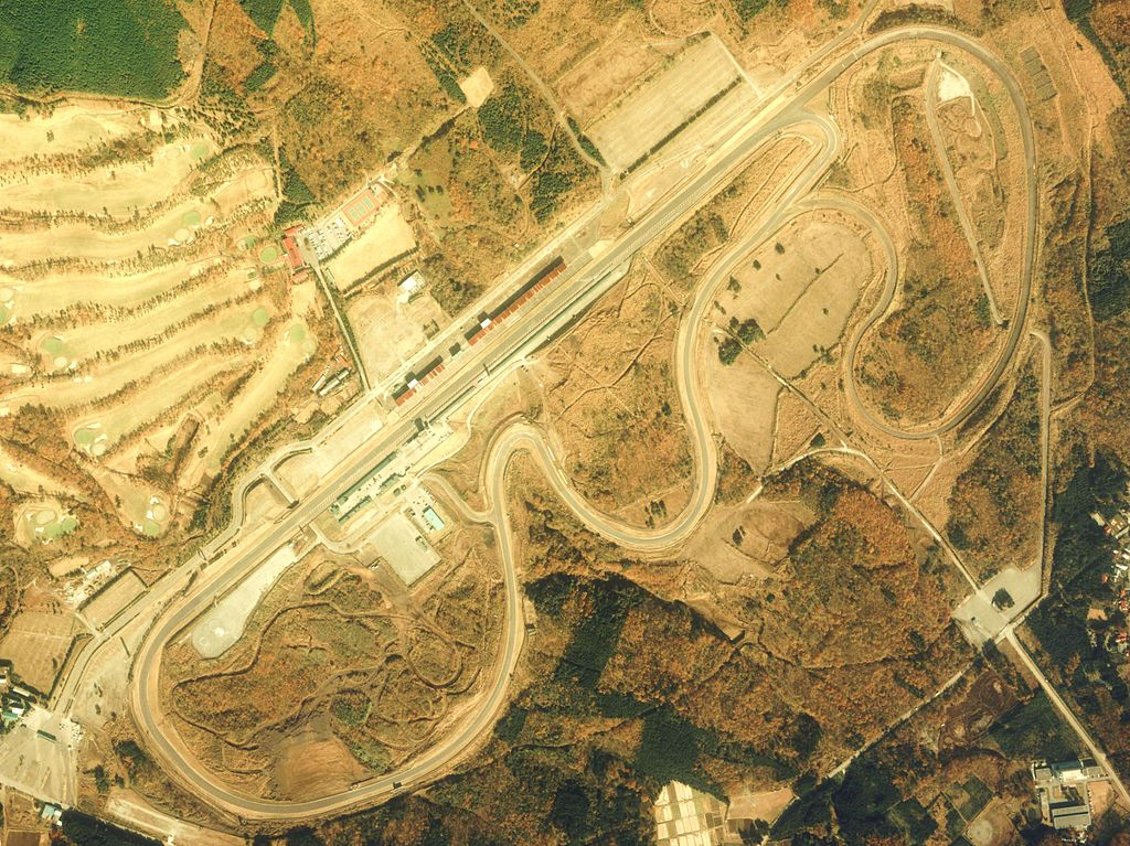 出典:https://ja.wikipedia.org/wiki/富士スピードウェイ#/media/File:Fuji_Speedway_Aerial_photograph_1983.jpg