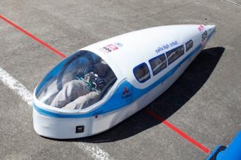 この小さな車体に2人が乗って、燃費750kmオーバーを達成した栃木県矢坂高校(出典:http://www.honda.co.jp/)