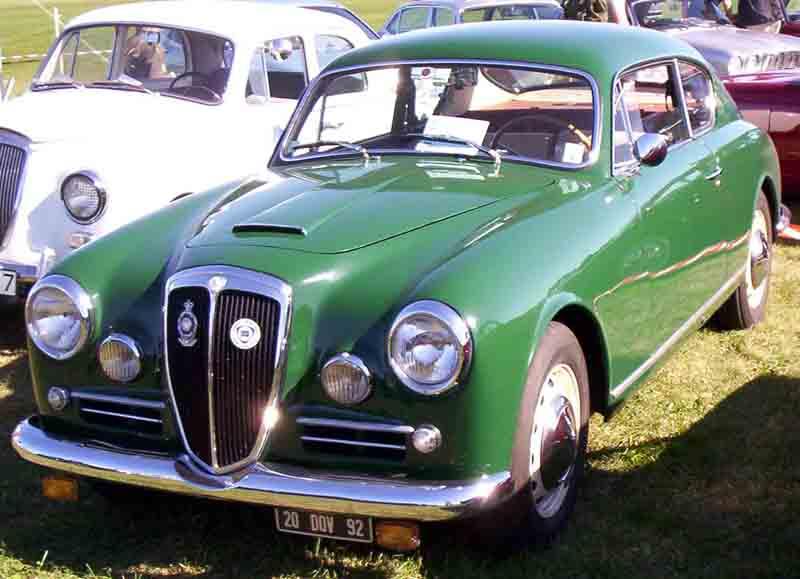出典:https://ja.wikipedia.org/wiki/ランチア・アウレリア#/media/File:Lancia_Aurelia_GT_1957.jpg