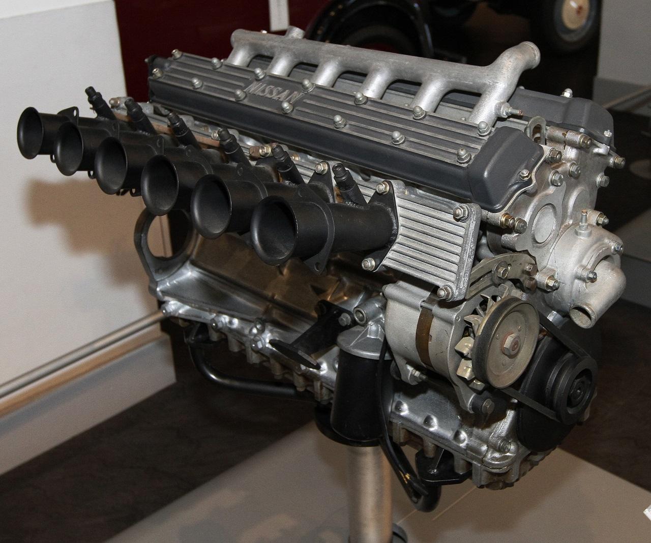 GR8型エンジン。左右分割されたヘッドカバーがまるでV型エンジンのように見える(出典:https://commons.wikimedia.org/wiki/)