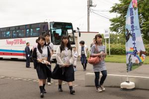 新札幌駅と札幌駅より無料送迎バスが発車していますので、こちらを利用して本学に来る方も。バスから会場までも学生が誘導してくれるので迷う心配はありません!