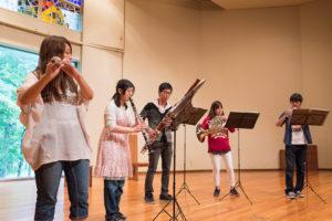 吹奏楽団による演奏の様子を見てみましょう。黒澤記念講堂にて12時半からと14時40分からの2回、演奏を行ってくれました。どんな演奏だったか気になる方はぜひ入学後に部室まで遊びに行ってみてください!