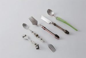 為了食用安全,接觸食物的金屬皆以銀、不鏽鋼製。