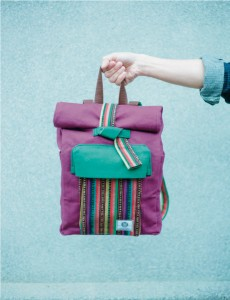 編織古布、水洗帆布,組合多種布料,看不見任何金屬材質,表現「純粹」的品牌概念。