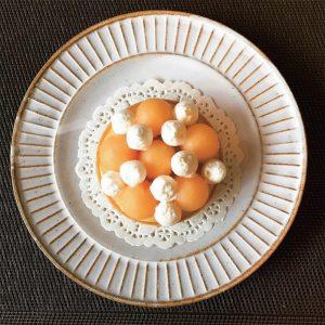 美味的甜點與合宜的器皿相得益彰,表現出糕餅師的情意。
