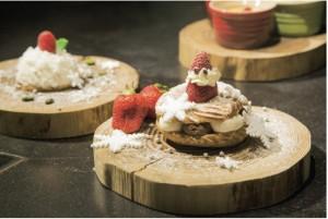 冬天不出門,窩在家與三五好友一起準備混合著柔軟鮮奶油內餡的布雷斯特泡芙。
