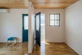 子供部屋は将来、間仕切るように、扉を2つ付けています。