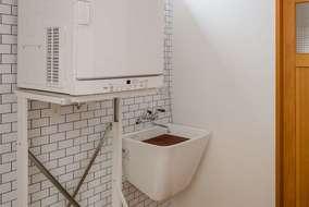 多目的に使える家事スペースになります。子供の靴も洗える大きな多目的洗面をつけています