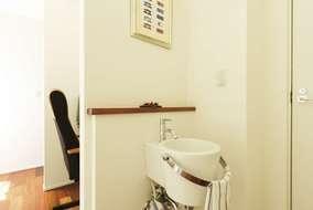 手洗い器はたくさんのサンプルの中からイメージに合うバケツ型を選びました。